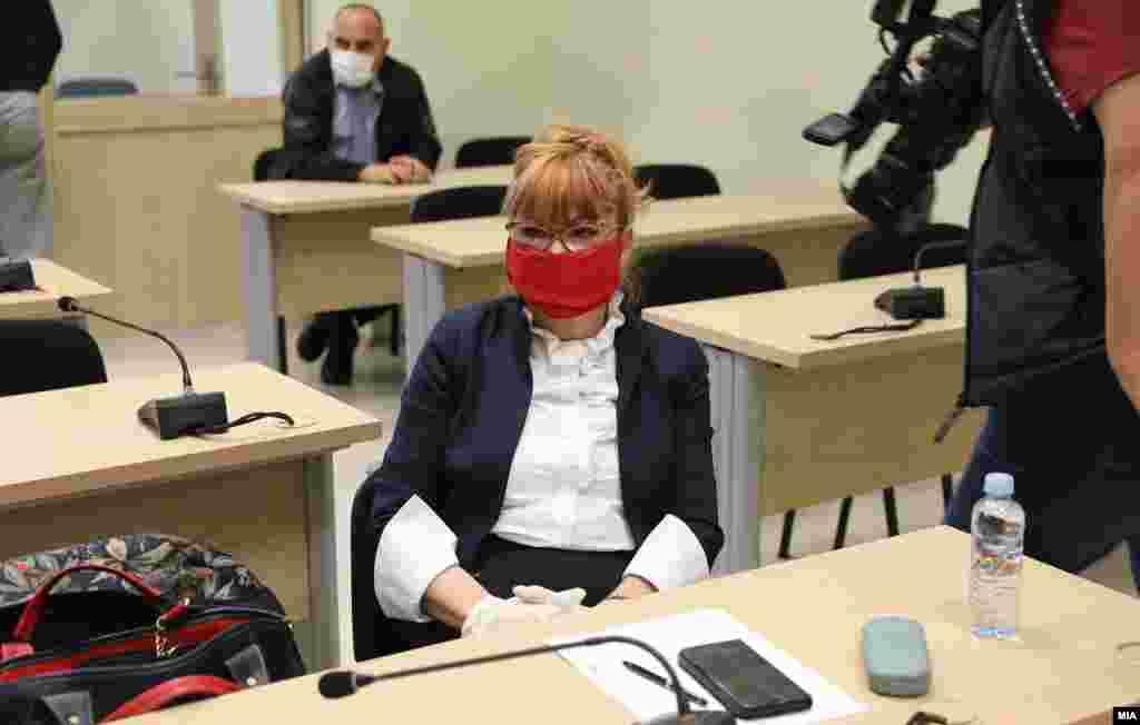 МАКЕДОНИЈА - Шефицата на обвинителството за организиран криминал Вилма Русковска го тужи ВМРО-ДПМНЕ бидејќи нејзиниот лик беше употребен во предизборните спотови, како што вели, во негативна конотација, односно како личност која е извршител на власта.