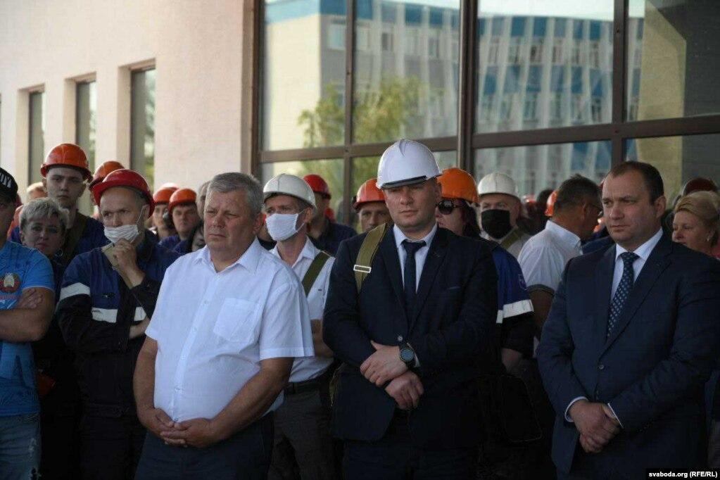 Bürgermeister Mieczyslaw Goj in einem weißen Hemd