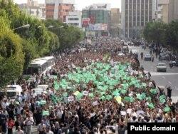 Сотни тысяч иранцев протестуют против результатов выборов президента в 2009 году.