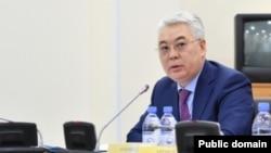 Министр оборонной и аэрокосмической промышленности Бейбут Атамкулов в мажилисе парламента. Астана, 31 января 2017 года.