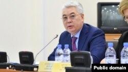 Министр оборонной и аэрокосмической промышленности Бейбут Атамкулов на заседании в парламенте. Астана, 31 января 2017 года.
