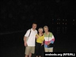 Начны шпацыр на беразе акіяну непадалёк ад Нью-Ёрку. Сяргей Абламейка, Вольга Абламейка, Юлія Андрусышын. 2006 год.