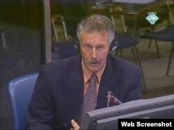 Evert Albert Rave, bivši pripadnik UN mirovnih snaga u Srebrenici, svjedoči na suđenju Radovanu Karadžiću, 30. studeni 2011.