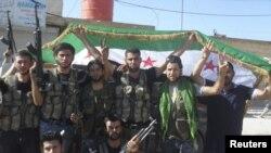 Солдаты «Свободной сирийской армии» в городе Аззаз, рассположенном к северу от Алеппо, 19 июля 2012 г.