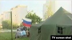 Участники акции протеста в подмосковном поселке заставили отступить бульдозер