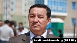 Шетпе сотына қатысқан адвокат Нұрлыбай Ізмағамбетов. Ақтау, 19 сәуір 2012 жыл.