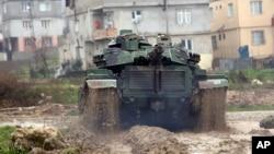 Թուրքիայի զինված ուժերի տանկը շարժվում է դեպի թուրք-սիրիական սահման, 18-ը հունվարի, 2018թ.