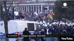 Протесты в Кёльне против проводимой властями миграционной политики.