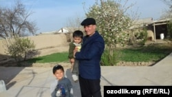 Yusuf Ruzimurodov with his nephews