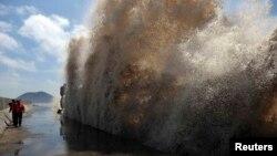 Pamje nga një tajfun i mëparshëm në Kinë