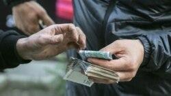Gara bazarda dollar ýene gymmatlady: Aşgabatda 30 manat, Türkmenbaşyda 32 manat