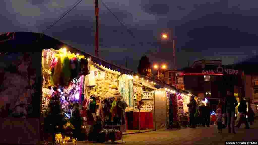 На площі відкрився новорічний ярмарок