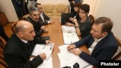 Армения -- Члены блока «Мой шаг» представляют свои документы в ЦИК, Ереван, 14 ноября 2018 г.
