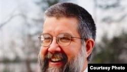 مايکل شئر، از ماموران کهنه کار سازمان اطلاعات مرکزی آمريکا، سیا، است که ۲۲ سال برای اين سازمان کار کرده و سال ۲۰۰۴ ميلادی، از سیا استعفا کرد.
