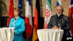 EU foreign policy chief Catherine Ashton (left) and Iranian Foreign Minister Mohammad Javad Zarif give a press statement after talks in Vienna on July 18.