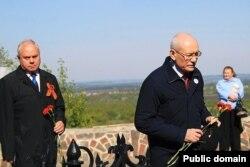 Парламент рәисе Константин Толкачев һәм Башкортстан җитәкчесе Рөстәм Хәмитов (у)