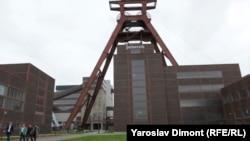 Вход в башню угольной шахты «Цольферайн» на северо-западе Германии.