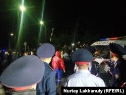 Полицейские на месте аварии на станции Шамалган. 15 сентября 2019 года.