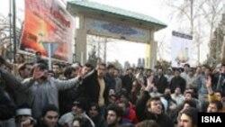 یکی از تجمع های دانشجویان مقابل کوی دانشگاه تهران
