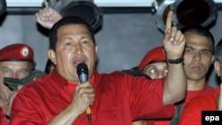 Венесуела президенті Уго Чавес Каракаста жиналғандар алдында сөйлеп тұр. 11 қыркүйек, 2008 жыл