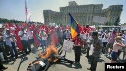 Proteste sindicale în fața Parlamentului