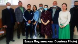 Куштауны яклаучы активистлар Ишембай мәхкәмәсендә, Байрас Гыйбадуллин сулдан өченче