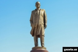 A statue to Islam Karimov in his birthplace, Samarkand