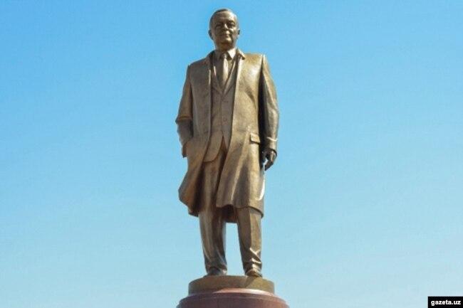 Ислом Каримов ҳайкали