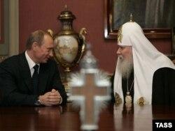 Президент Росії Володимир Путін і глава РПЦ патріарх Алексій II. Москва, 23 лютого 2007 року