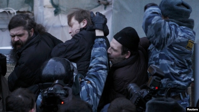 Russian police tussle with participants in an opposition rally in central Moscow on March 5.