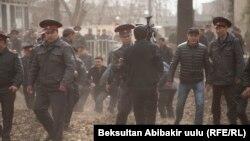 С. Жапаровду колдогон митинг учурунан (25-март, 2017-жыл)