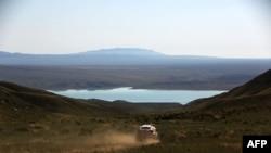 Дорога к Бартогайскому водохранилищу в Алматинской области.
