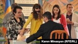 Армения - Голосование в ходе парламентских выборов, Ереван, 6 мая 2012 г.