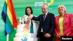 """""""Verzii"""" în Bundestag, celebrând adoptarea legii ce legalizează căsătoriile între persoanele de același sex, iunie 2017"""