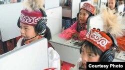 Қытайдағы қазақ балалары. (Мейіржан Әуелханның блогынан алынған сурет).