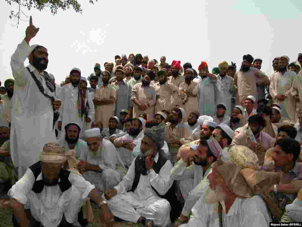 Parties to a conflict often make heated arguments while making their case before the jirga. Here, the residents of the town of Bara in the Khyber tribal district debate the fate of minority Sikhs threatened by a fanatical cleric in 2002.
