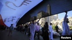 """Сторонники движения """"Братья-мусульмане"""" на улицах Каира."""