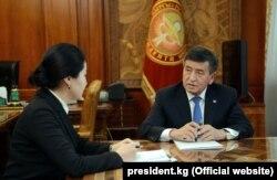 Президент Сооронбай Жээнбеков и генпрокурор Индира Джолдубаева
