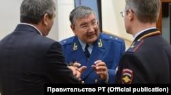 В центре — Кафиль Амиров, справа — Артем Хохорин