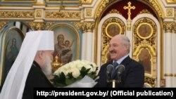 Аляксандар Лукашэнка і Мітрапаліт Павел у Сьвята-Духавым катэдральным саборы