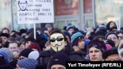 Protesters rally on Novy Arbat Street in central Moscow.
