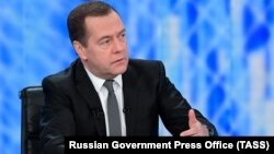 Російський прем'єр Дмитро Медведєв заявив, що це зроблено для захисту інтересів російської держави, компаній і громадян Росії