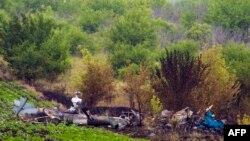 Рештки збитого під Слов'янськом вертольота, фото 25 червня 2014 року