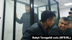 Sapar Isakov in the defendant's cage in Bishkek (file photo)