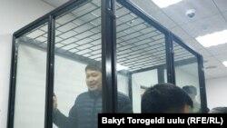 Сапар Исаков в зале суда.
