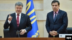 Ukrainian President Petro Poroshenko (left) invited MIkheil Saakashvili to become governor of Odesa Oblast in May 2015. The former Georgian prime minister (right) resigned 18 months later. (file photo)