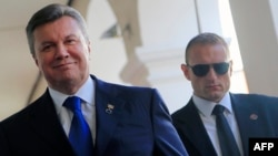 Віктор Янукович (л)
