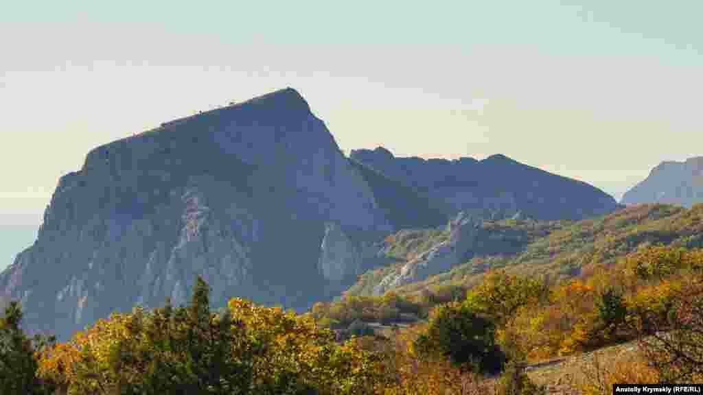 Вид на Ильяс-Кая с Байдарской яйлы