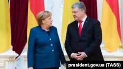 Президент України Петро Порошенко і канлцер Німеччини Анґела Меркель у Києві, 1 листопада 2018 року