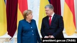 Канцлер Німеччини Анґела Меркель (л) і президент України Петро Порошенко, Київ, 1листопада 2018 року
